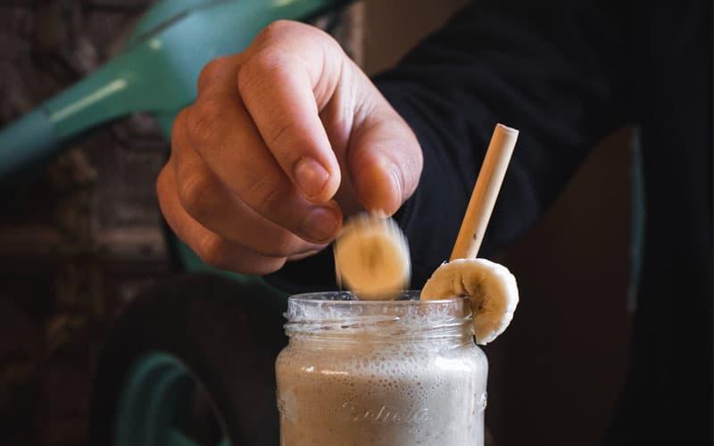 Recept Banánové smoothie s mandlovým máslem - nejsmoothie.cz