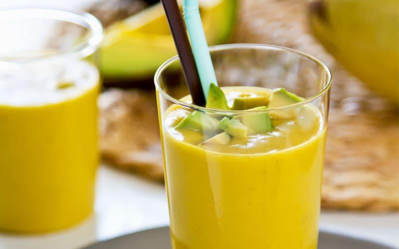 recept Jednoduché ovocné smoothie z avokáda a manga