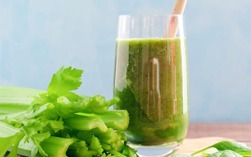 recept Zelené smoothie s řapíkatým celerem a petrželovou natí